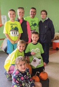 Trinity Catholic School Turkey Trot runners